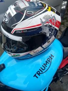 Helm nach Sturz